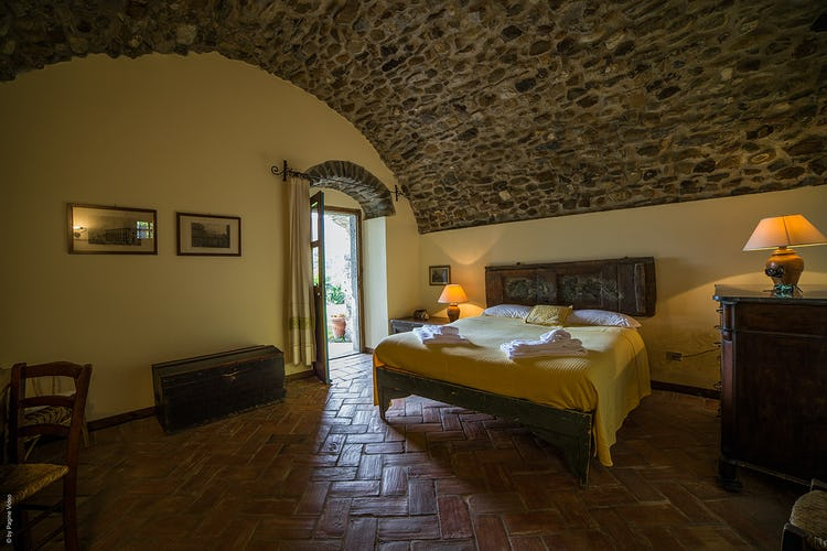 Agriturismo Ca' del Bosco Typical tuscan decor with wrought iron bedstands