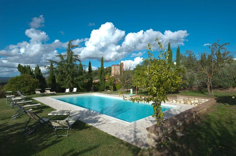 Agriturismo Il Molinello - The pool is furnished with loungers for some relax