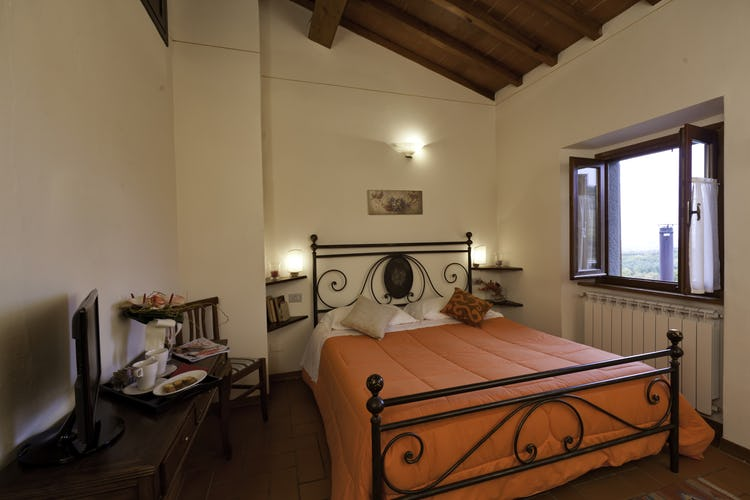 Agriturismo La Collina Delle Stelle - lovely Tuscany vacation B&B with a view