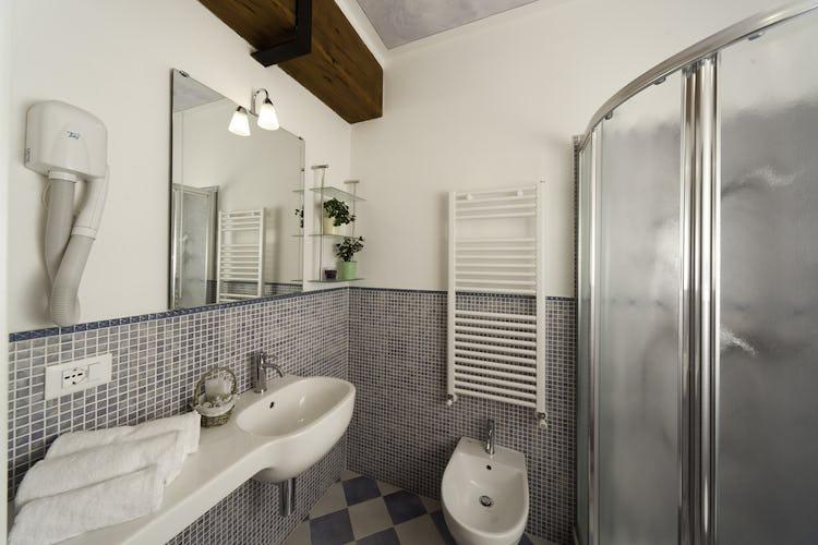 Agriturismo La Collina Delle Stelle - bagni super moderni, dotati di doccia, asciugacapelli ed asciugamani morbidissimi