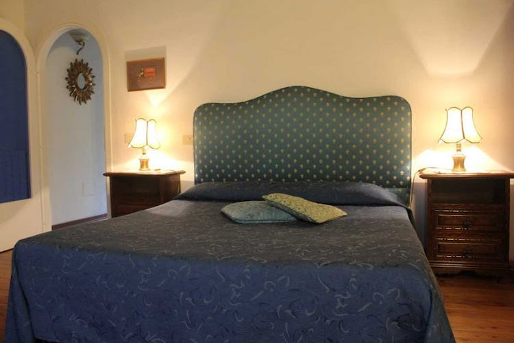 Bedroom furnished in classic style