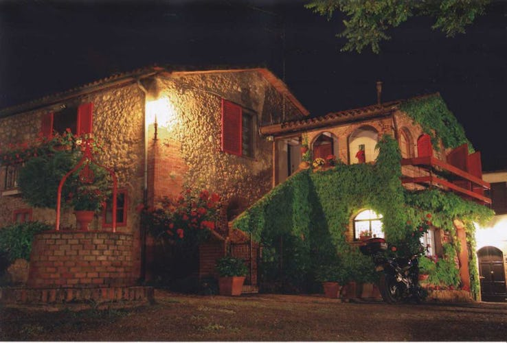 A night picture of the farmhouse