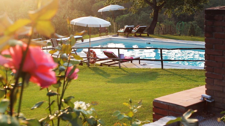 Agriturismo La Tinaia - Sunset by the pool
