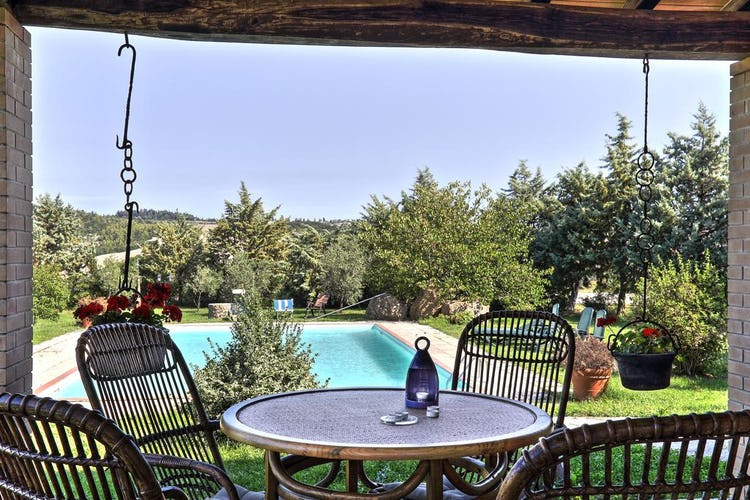 Agriturismo Le Selvole - refreshing pool side fun