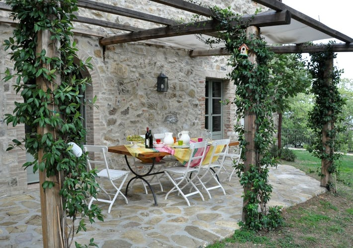Ogni casale ha il proprio giardino privato ricco di fiori e piante