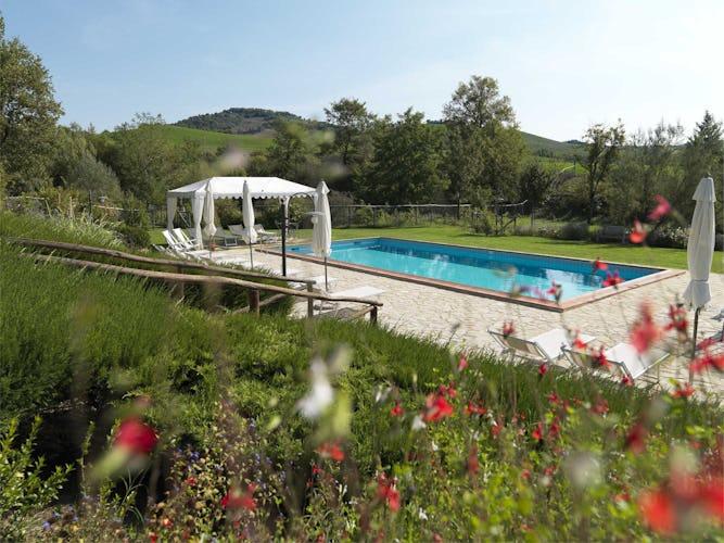 Agriturismo Piettorri - Piscina immersa in un vasto giardino