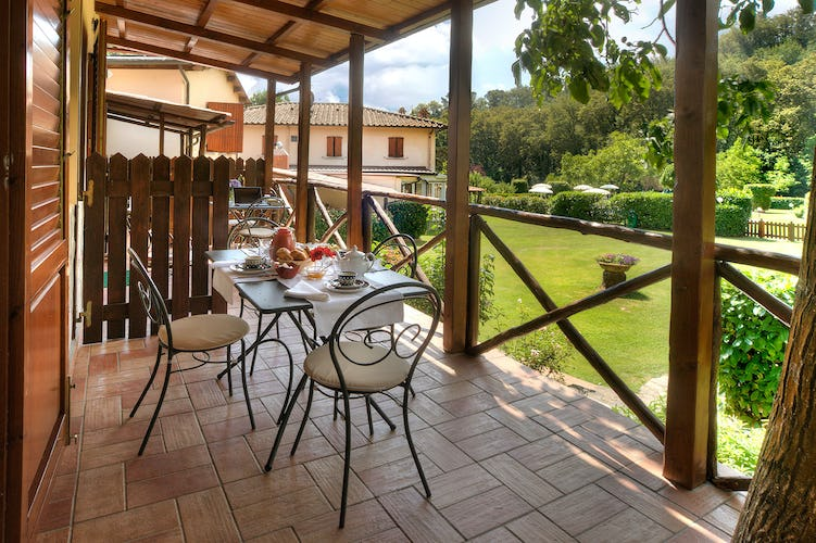 Agriturismo Valleverde: Terraces and patios bring you closer to the beauty of Tuscany