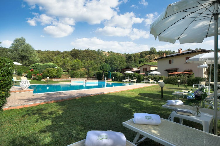 Agriturismo Valleverde: Everyone has a dedicated space at the pool