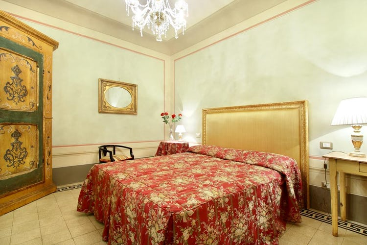 Cozy Double Room at Guelfa Apartment Florence