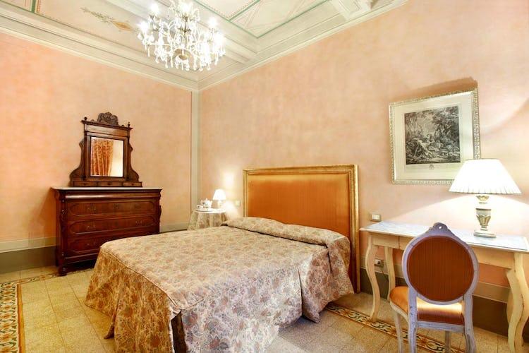 Confortevole Camera nell' Appartamento Guelfa Fire