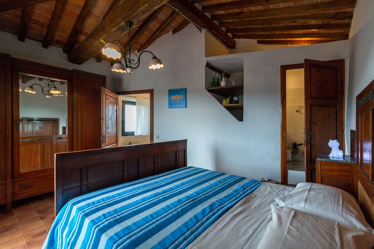 ART REBUS Tower historic holiday rental in Tuscany: double bedroom with private bathroom