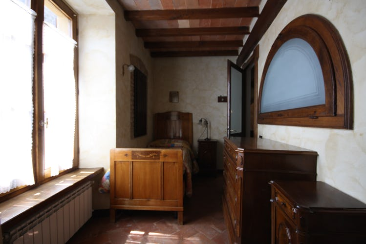 Room with single beds furnished in Tuscan style