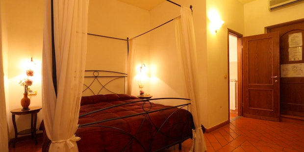 double-bedroom-bed-and-breakfast-florence