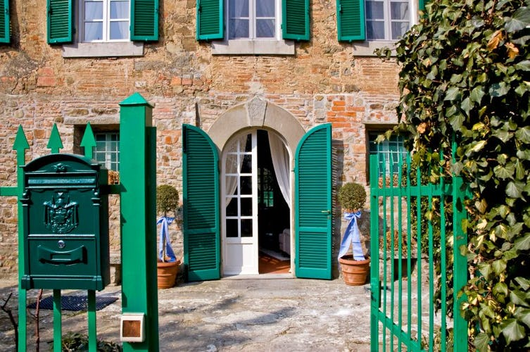 A majestic entrance at Casa Capanni