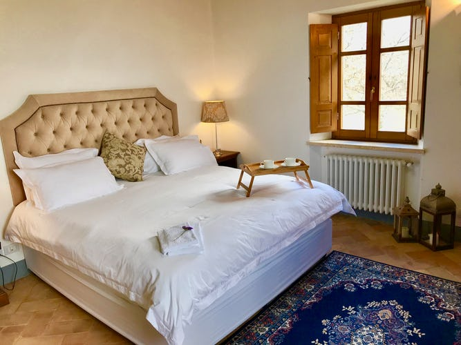 BelSentiero Estate & Country House: lovely king size beds