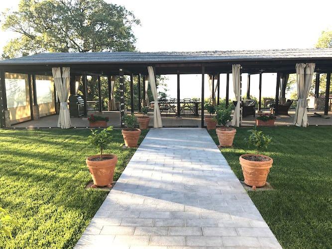 BelSentiero Estate & Country House: la terrazza panoramica, perfetta per organizzare feste e ricevimenti
