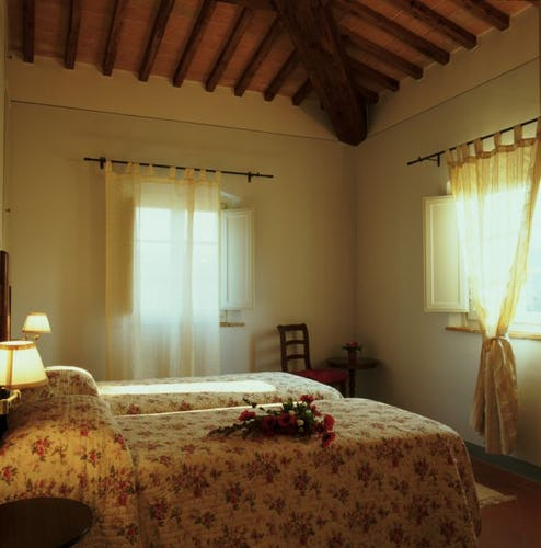 Borgo della Meliana: Appartamenti in agriturismo Gambassi Terme, particolare della camera