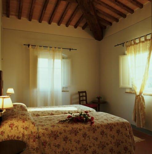 Borgo della Meliana: Apartments in farmhouse Gambassi Terme, particular of the bedroom