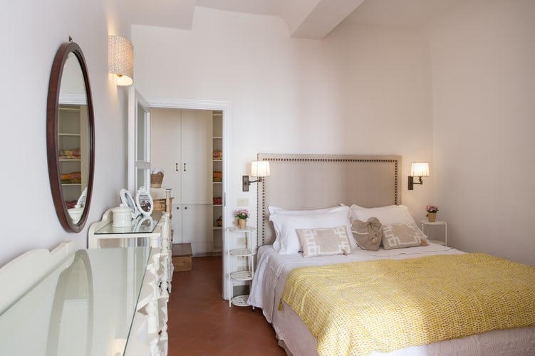 Borgo de Greci Vacation Apartments in Florence: Luminous double bedroom