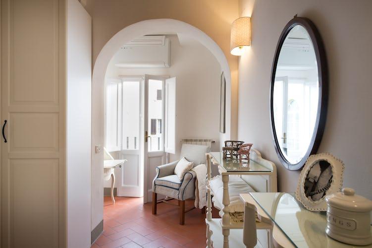 Borgo de Greci Vacation Apartments in Florence: Sitting area in bedroom