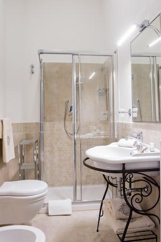 Borgo de Greci appartamenti per vacanze a Firenze: le docce sono ampie e comode