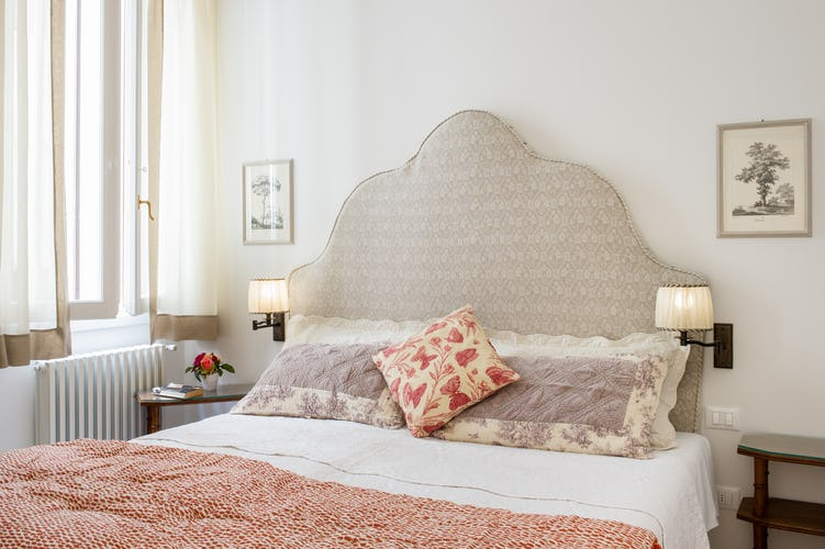 Borgo di Greci Vacation Apartments in Florence: Double bedroom and soundproofing windows