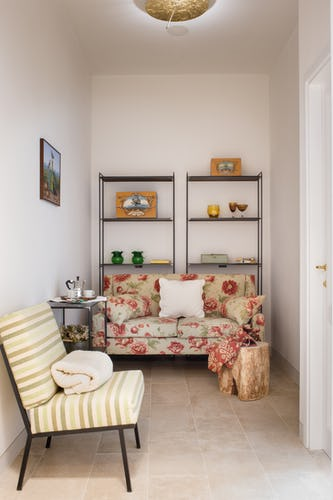 Borgo de Greci Vacation Apartments in Florence: cozy living room for some relaxation