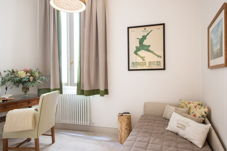 Borgo de Greci Vacation Apartments in Florence: Single bedroom with internet point