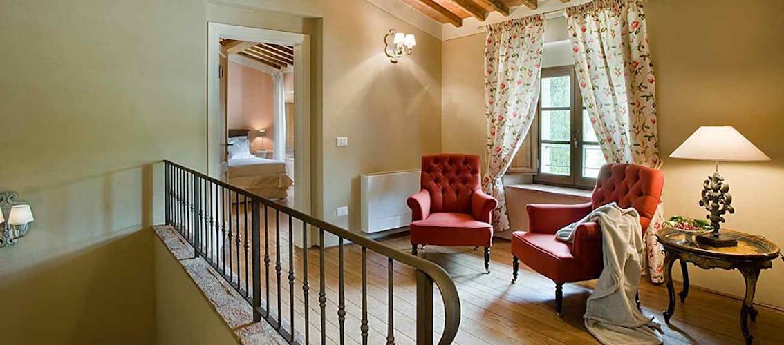 Tutte le camere, che come Ninfea sono state arredate in stile tradizionale, sono dotate del proprio bagno esclusivo