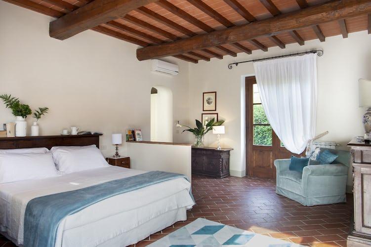 La suite del Borgo I Vicelli, classica nel suo impeccabile stile toscano e molto spaziosa