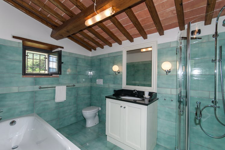 Borgo La Casa in Tuscany, Casa Girasole offers a bathroom with a shower and a tub