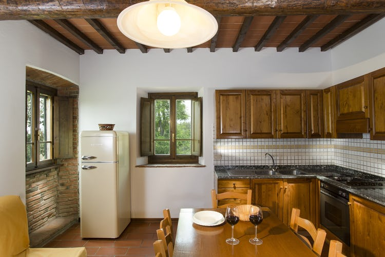 Una delle cucine del Borgo, in stile rustico e completamente accessoriata