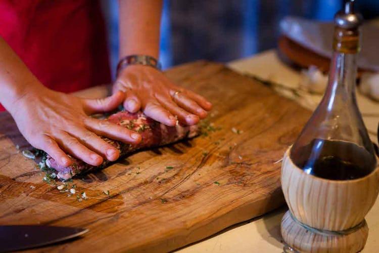 Durante le lezioni di cucina a cui potrai partecipare presso il Borgo, potrai imparare i segreti della cucina toscana