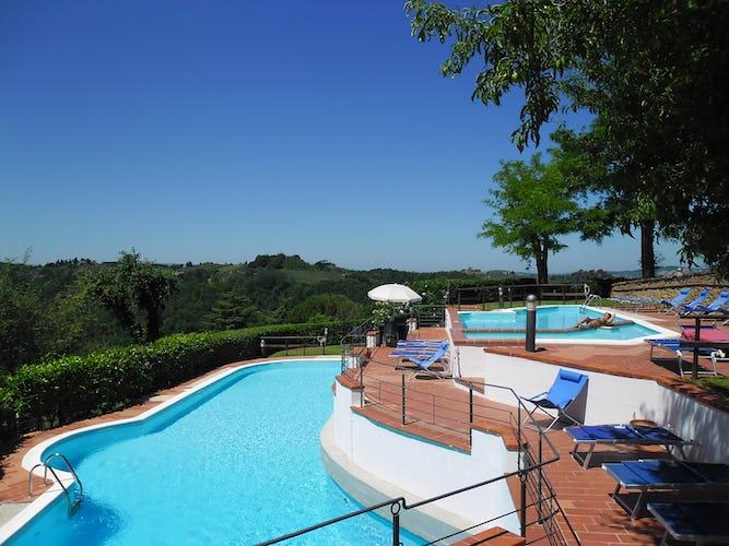 Entrambe le piscine godono di una vista magnifica sul paesaggio circostante