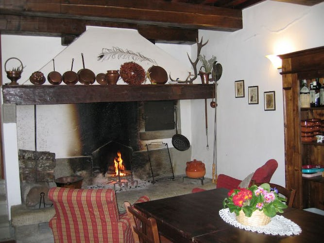 Farmhouse Borgo Tramonte fireplace