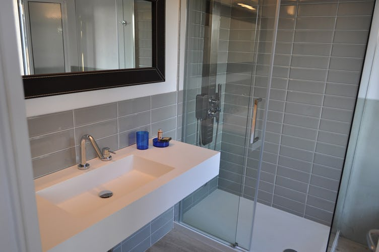 Neutral clean colors with fully equipped private bathroom