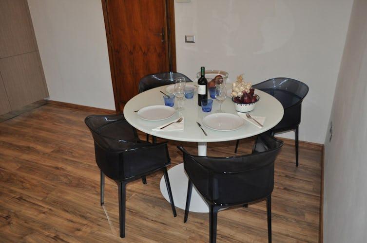 Il tavolo dove possono comodamente mangiare 4 persone