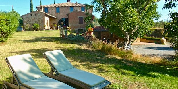 Casa Cernano is a classic styled Tuscany farmhouse near Siena