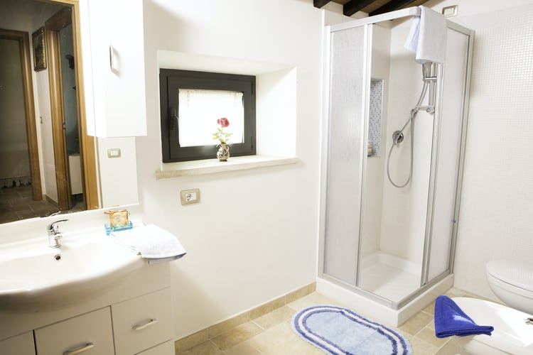 Agriturismo Casa dei Girasoli - Shower bathroom and vacation rentals