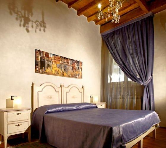 The violet room at Florence b&b Casa dei Tintori