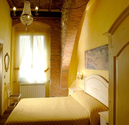 the yellow room at the Florence b&b