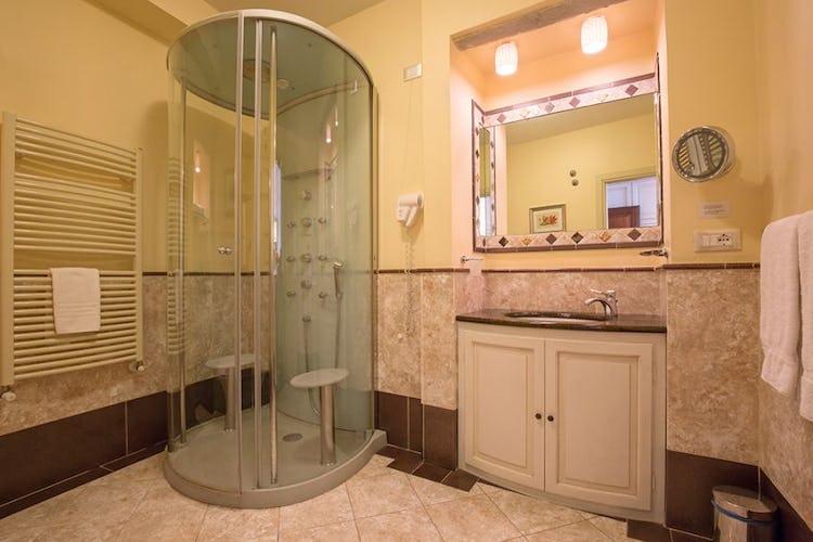 The bathroom of the Eleonora room