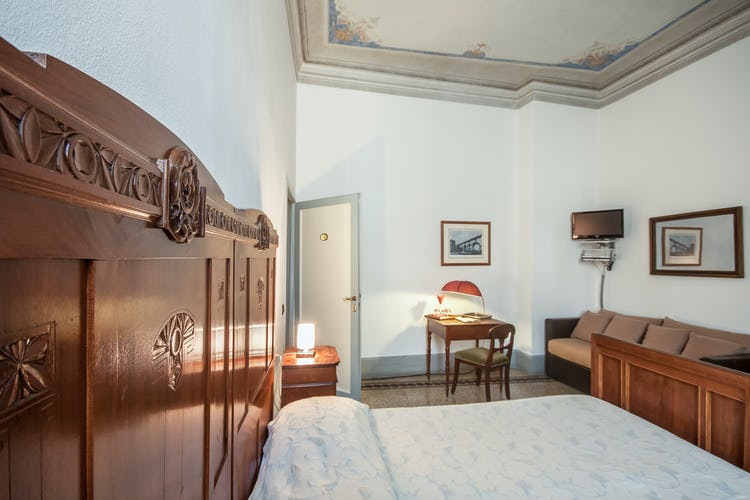 Casa Rovai B&B and Guest House - Flat Screen TVs, hair dryer and WiFi access
