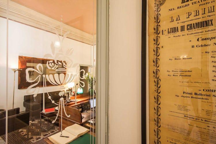 Casa Rovai B&B and Guest House - La sala comune con una biblioteca per gli ospiti