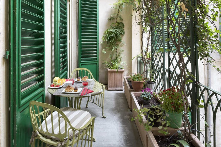 Casa Rovai B&B and Guest House - Breakfast terrace overlooking tranquil courtyard