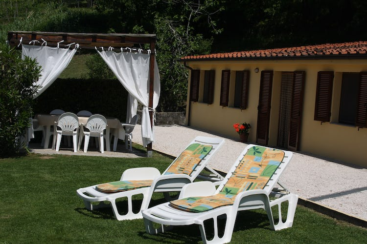 Casa Vacanze i Cipressi and holiday apartments: private garden for outdoor activities