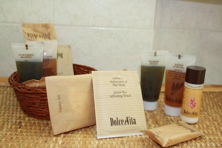 Casa Vacanze i Cipressi: i set di cortesia presenti in ogni bagno