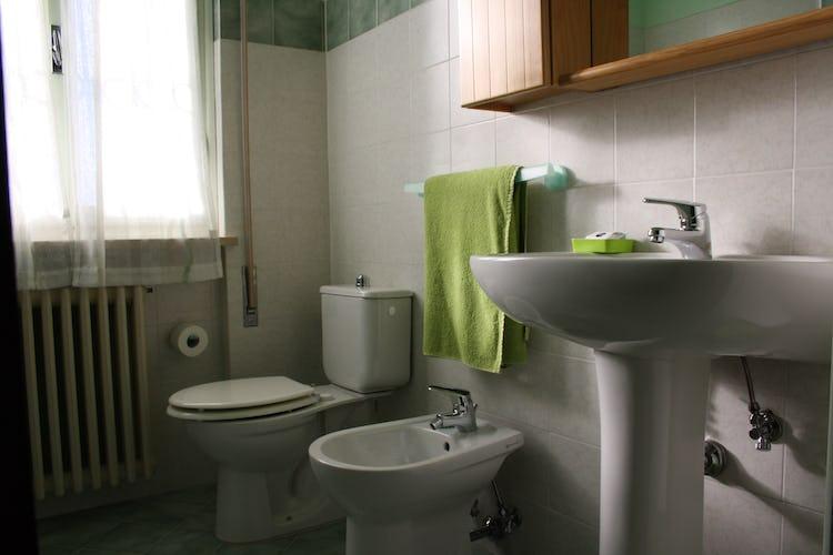 Casa Vacanze i Cipressi: i bagni dotati di tutto il necessario, asciugamani compresi