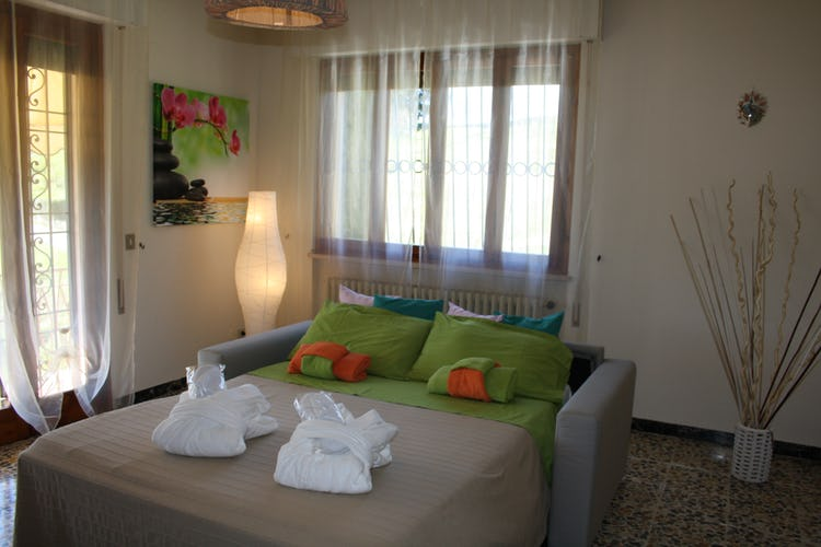 Casa Vacanze i Cipressi and holiday apartments: living room with sofa bed