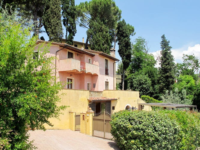 Casa Vacanze Soleado provides a fenced in yard and security pens for your pets